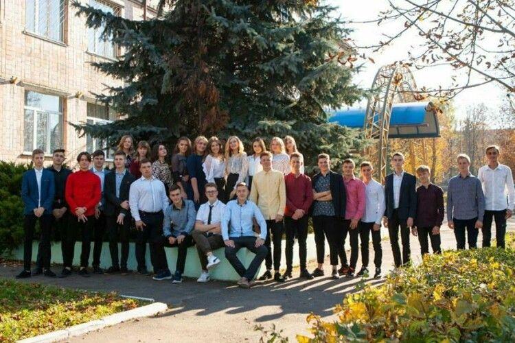На Волині в одному класі з 28 випускників – 7 медалістів (Фото)