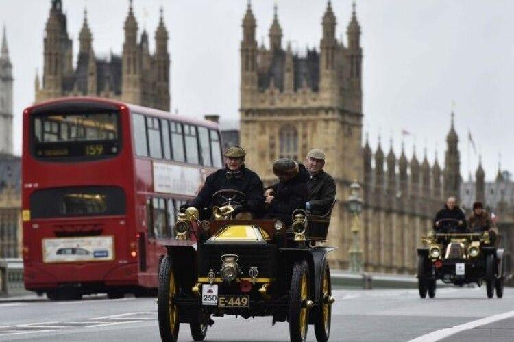 Велика Британія перенесе заборону на продаж нових автомобілів з двигунами внутрішнього згорання з 2040 на 2035 рік