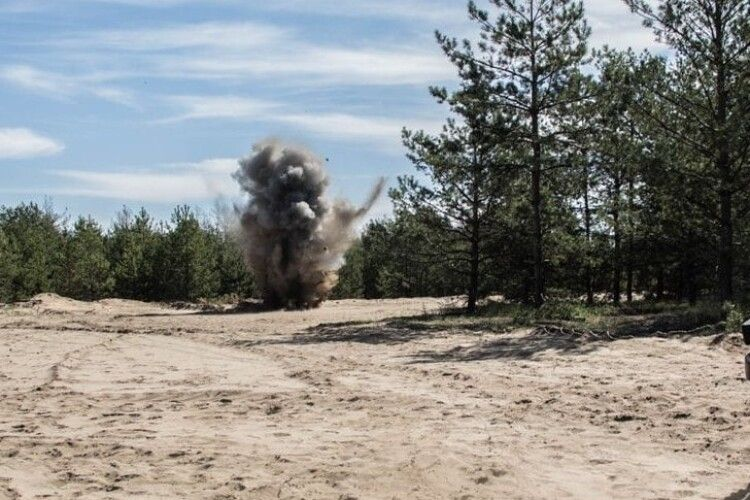 Сьогодні окупанти стріляли біля Водяного, Широкиного і Мар'їнки