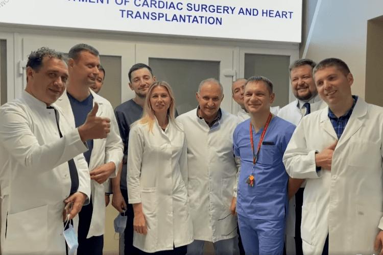 «Чиє серце б'ється у моїх грудях?»: юний волинянин потиснув руку лікарю, який пересадив йому серце (Відео)