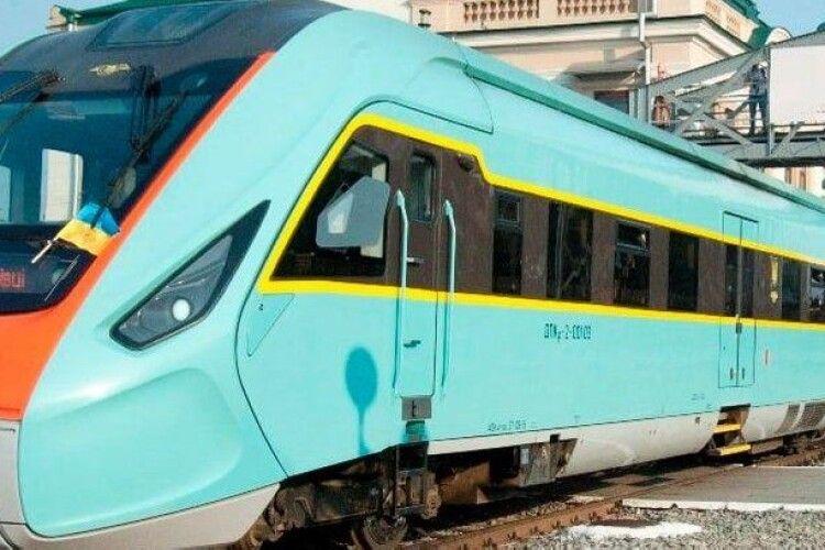 На поїзд, який сполучив Ківерці та Івано-Франківськ, вже продали понад тисячу квитків