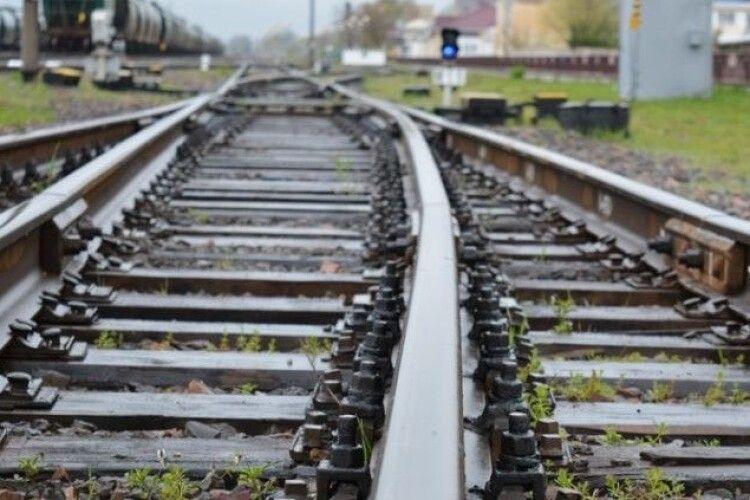 Поїзд «Київ – Ковель» смертельно травмував 16-річну дівчину