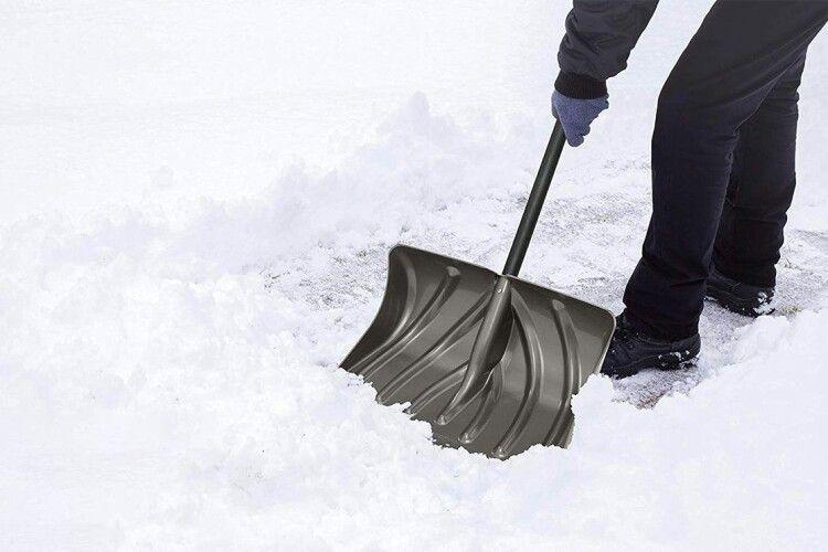 Беремо лопати: мер волинського міста просить мешканців допомогти чистити сніг (Відео)