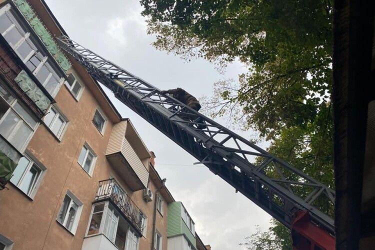 Сьогодні у Рівному сталася пожежа в багатоповерхівці (Фото)