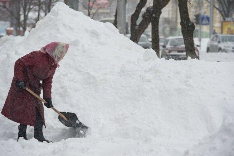 Морози до мінус 23 і снігопади: Луцьк готується до справжньої зими