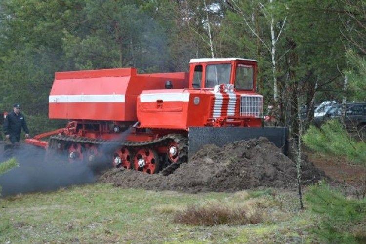 Лісовий пожежний танк, квадрокоптер, пожежні автомобілі та спецобладнання –  волинські лісівники готові до пожеж (фото)