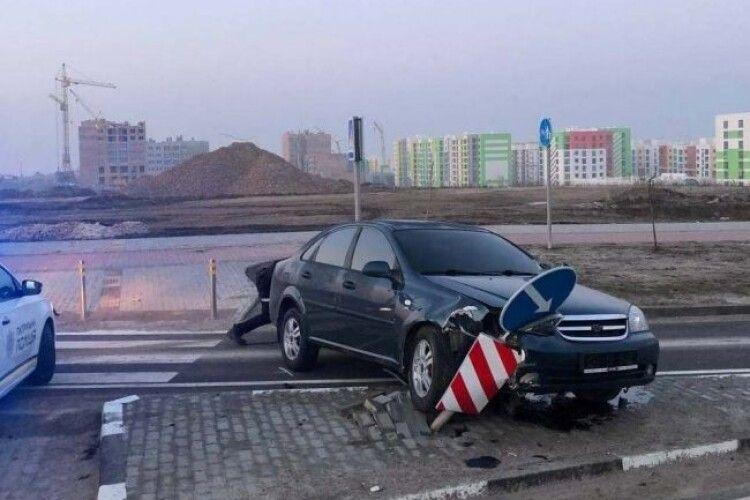 Рівненчанин катав п'яних дівчат і розбив авто (Фото)