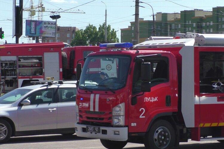 У Луцьку біля «Юванта» працювали пожежники (Фото, Відео)
