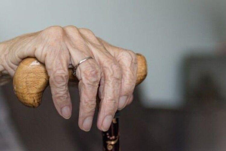 На Рівненщині бабусю знайшли мертвою після візиту онуків