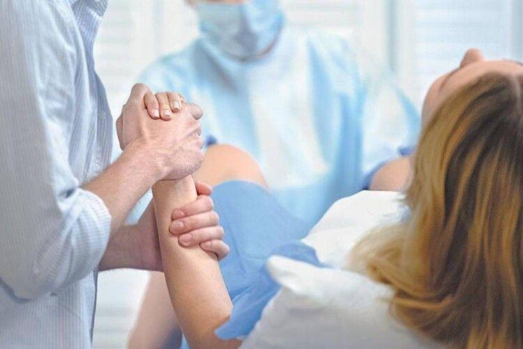Коронавірус не завада: у Луцькому пологовому ходять на партнерські пологи