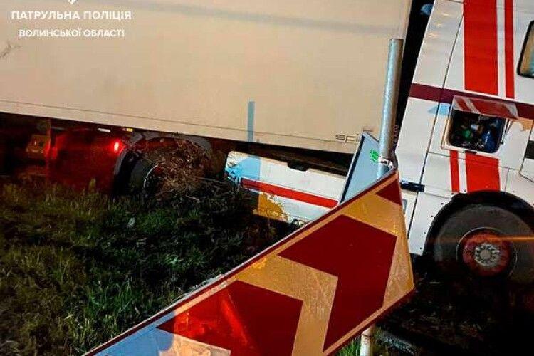 На Волині п'яний водій фури заснув за кермом (Фото)