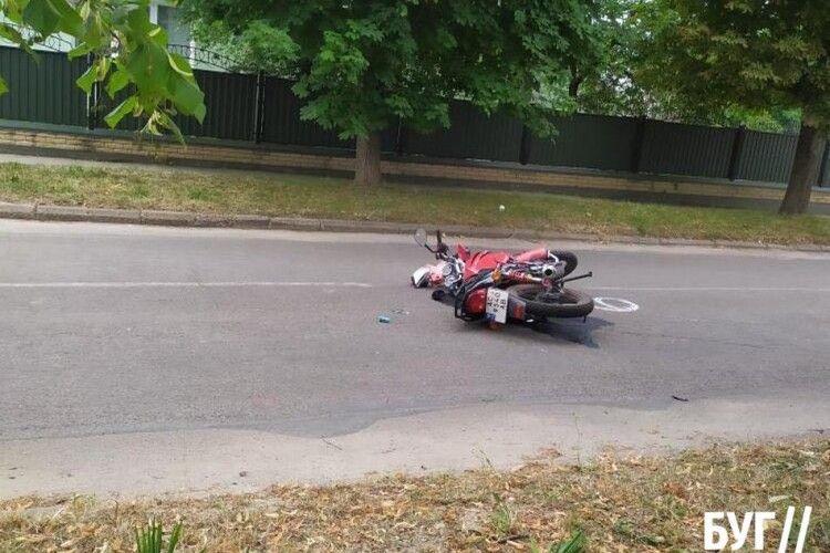 У селищі на Волині мотоцикліст в'їхав у мінівен: водій отримав важкі травми