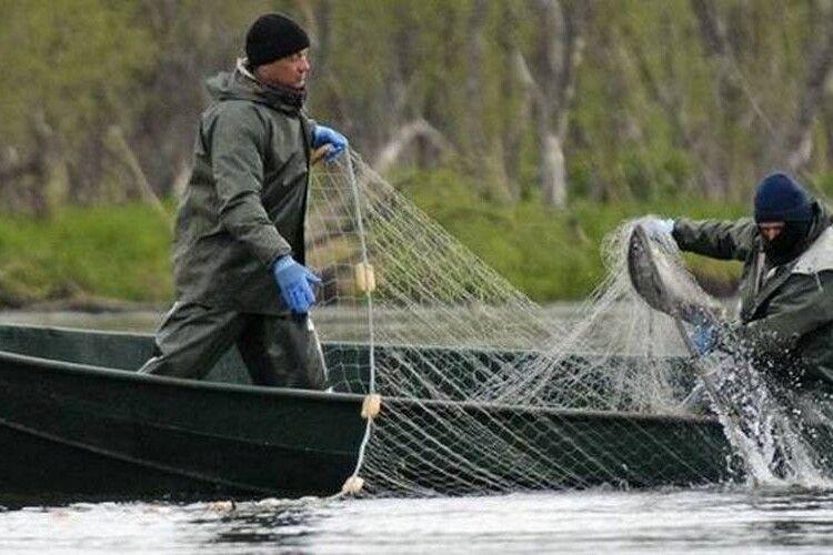 На Волині 11 рибоохоронних інспекторів патрулюють 268 озер, 835 ставків та 11 водосховищ