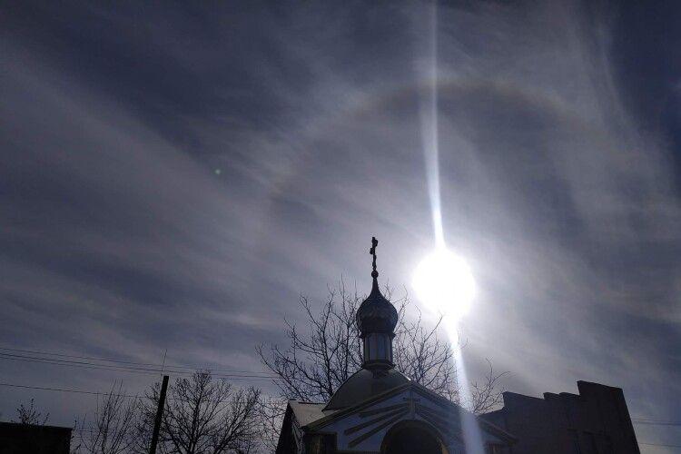 У Горохові під час освячення пасок навколо сонця з'явилася дивна веселка