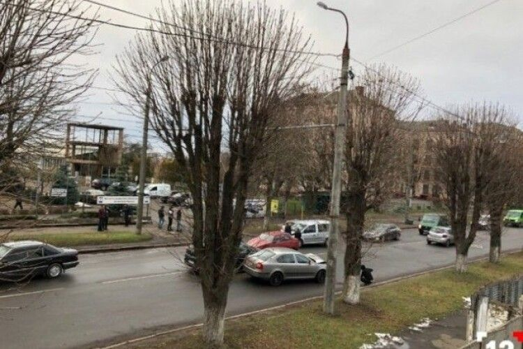 У Луцьку – ДТП: зіткнулися автомобілі «Skoda» з «КІА»