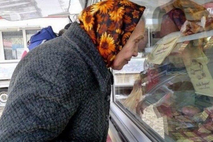 Для майже половини українців грошей вистачає  тільки на їжу