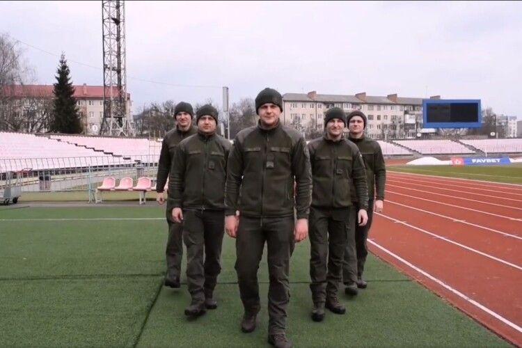 П'ятеро військовослужбовців з Луцька пробігли 7 кілометрів на підтримку побратимів (Відео)