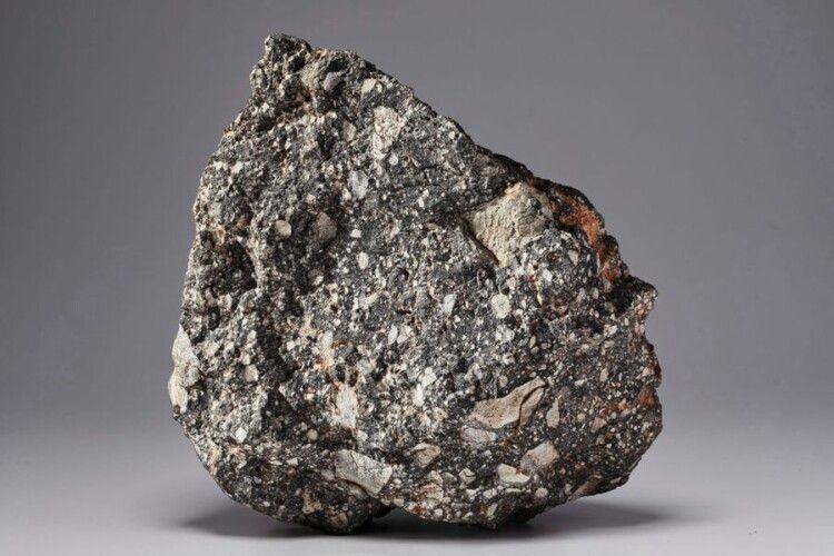 На аукціоні виставили шматок Місяця вартістю 2,5 мільйона доларів
