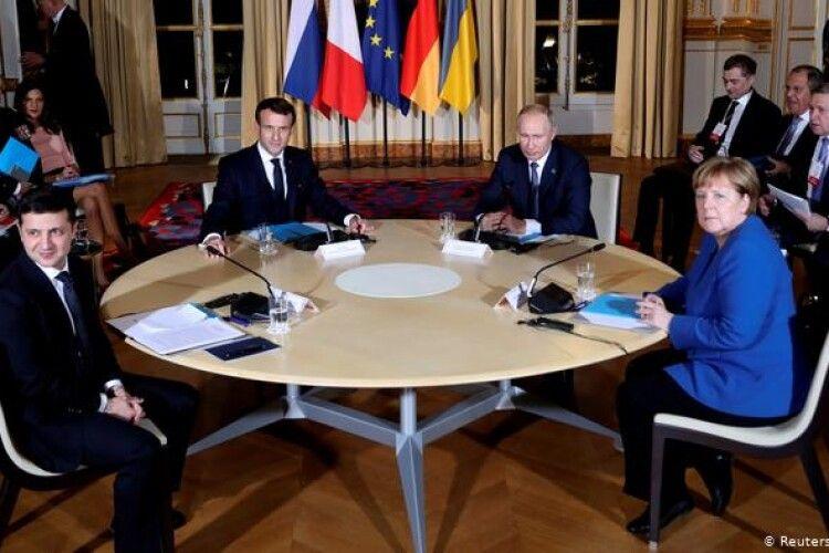 Переговори у Парижі: «Сурков кидався на Єрмака»