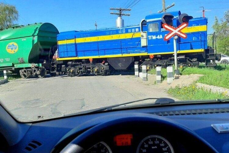 У Володимирі-Волинському авто потрапило під потяг