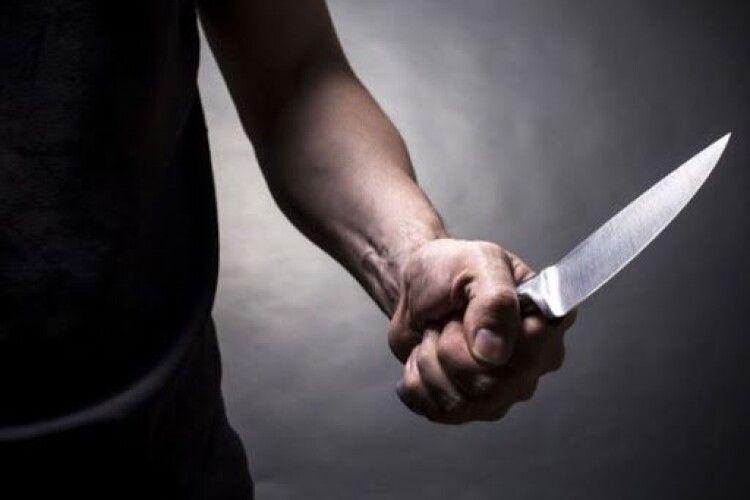У Луцьку злодій заліз у квартиру і погрожував господареві ножем