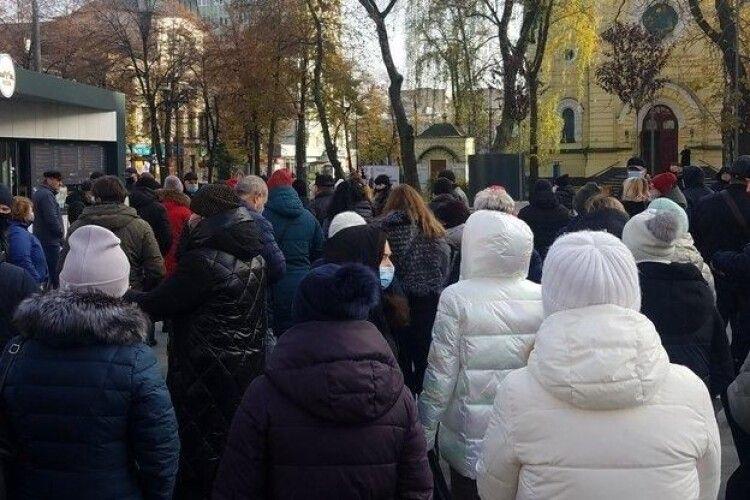 На межі закриття: у Рівному – масовий протест підприємців проти карантину