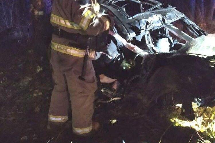 На Рівненщині ДТП: один загиблий, троє тяжко травмованих і вщент понівечене авто (Фото)