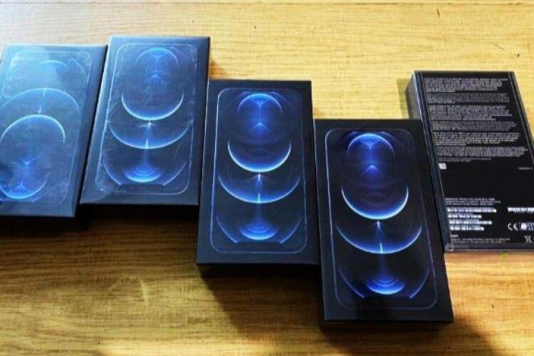 На українсько-польському кордоні викрили першу контрабанду новітніх iPhone 12