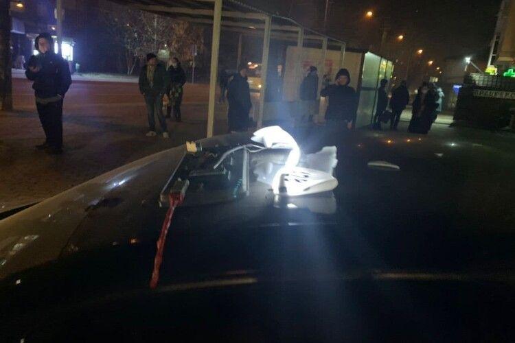 Проламав череп: у Луцьку за клієнта побилися таксисти