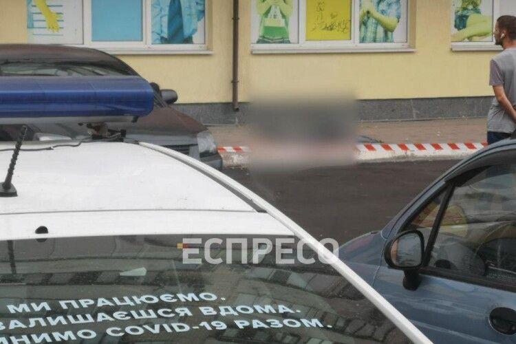 У Києві 7-річний хлопчик випав з вікна