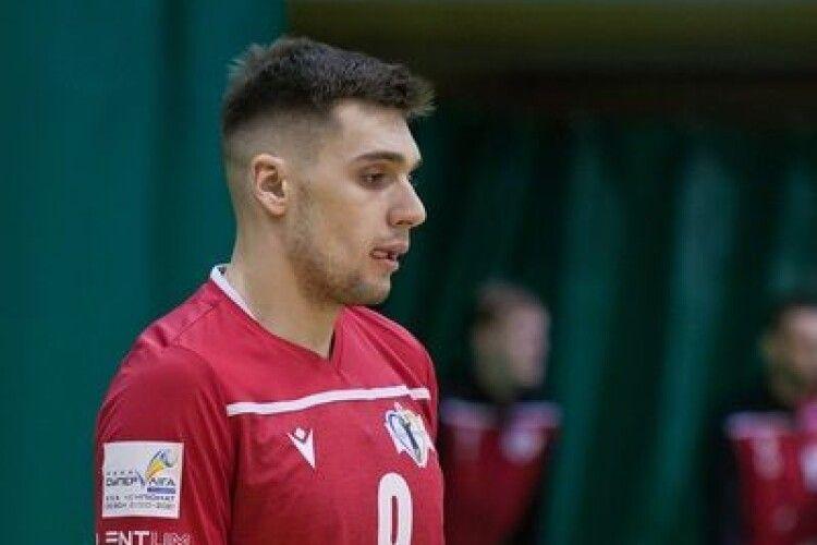 Волейбол: львівські кажани намагаються втримати команду, а ще підписали першого новачка