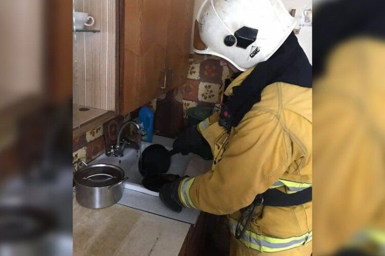 Готував сніданок та заснув: у Рівному чоловік ледь не спровокував пожежу