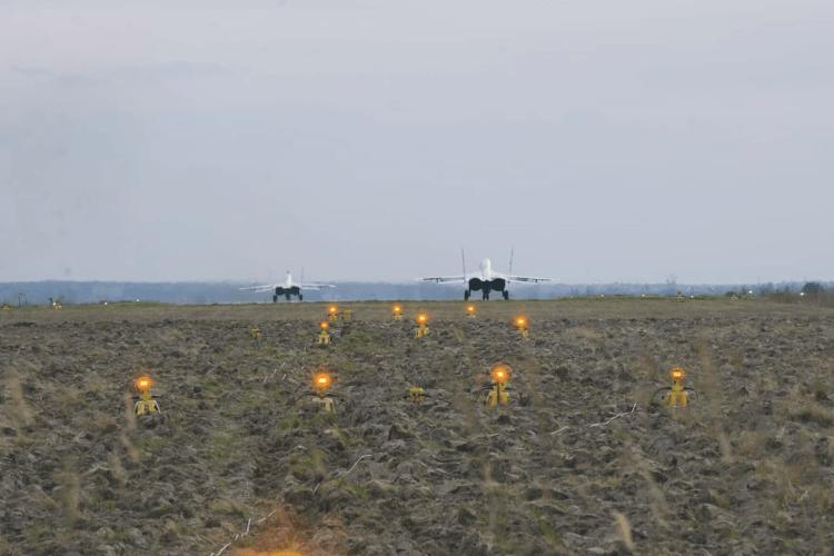 У небі над Волинню українські винищувачі проводили навчальні тренувальні бої (Фото)