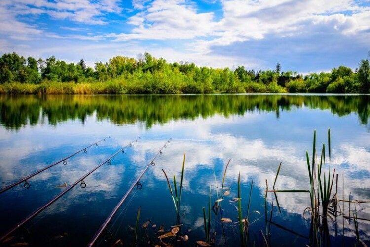 На Шацьких озерах вже можна ловити рибу