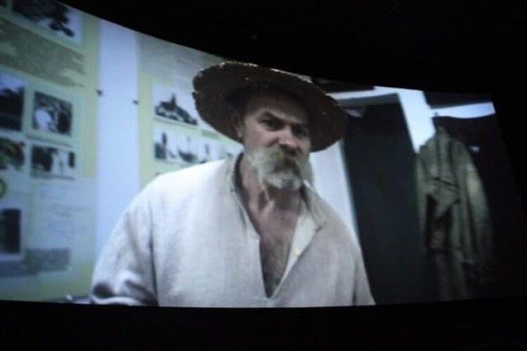 Мешканці Горохова масово збираються в кіно (Відео)