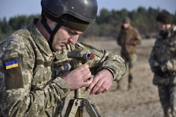 На фронті поранено українського захисника. Бойовики й перед Великоднем не вгамовуються