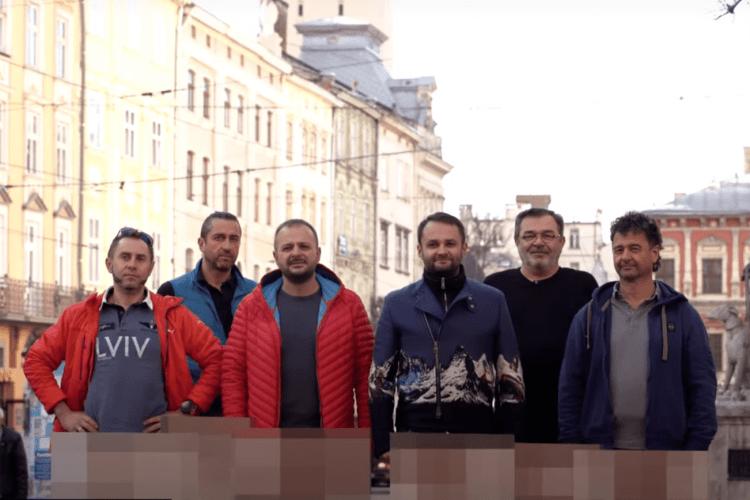 Ресторатори зняли штани і записали звернення до уряду (Відео)