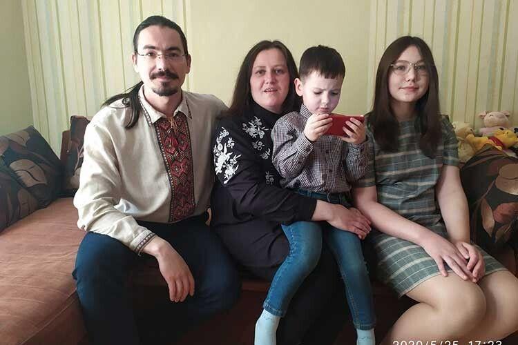 «Сім'я – це і є перший храм священника», або Як дитина радянського офіцера, обрала священницький шлях