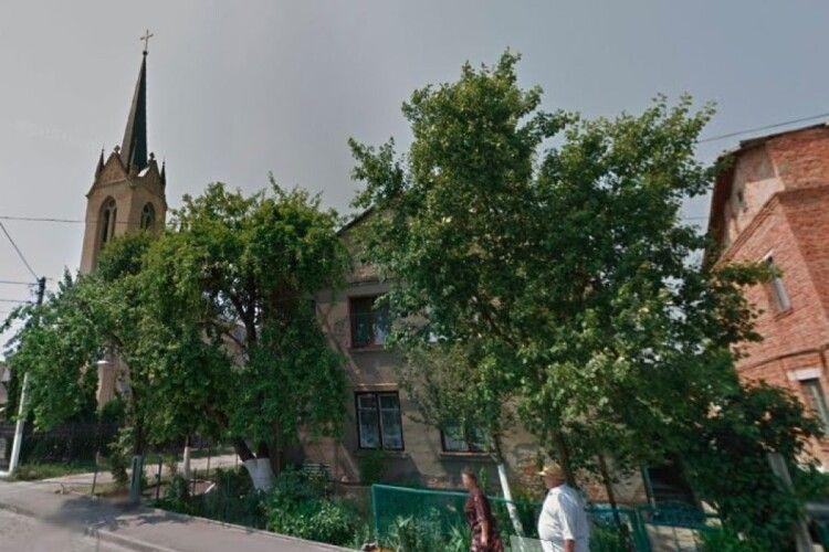 У Луцьку відремонтують фасад житлового будинку: де саме