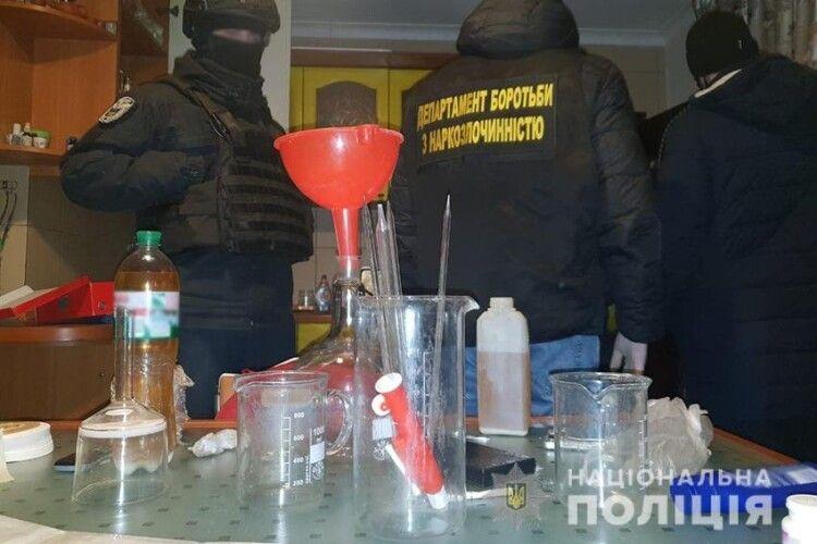 На Київщині накрили велику нарколабораторію (Фото)