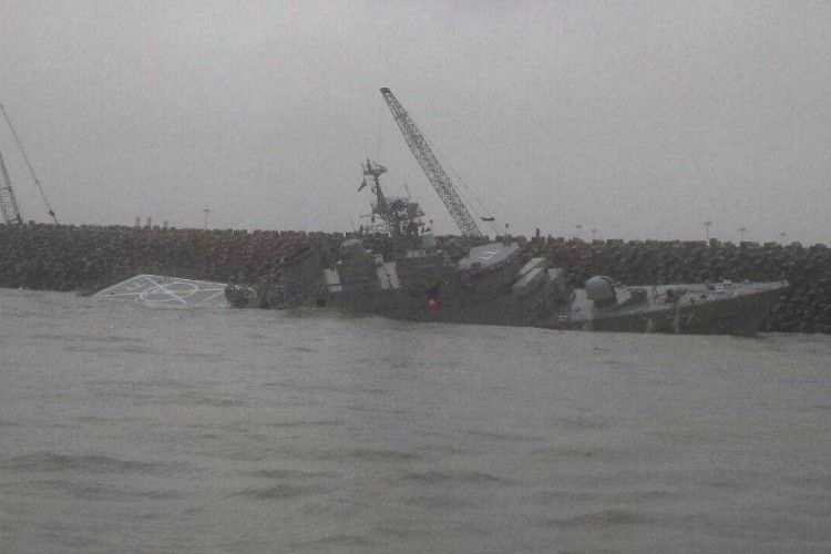 Гордість ВМС Ірану, новітній фрегат, розламався навпіл