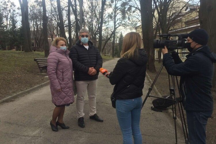 Рівнянка 10 років чекала пропозиції від поляка, а він приїхав в Україну і оформив шлюб за добу