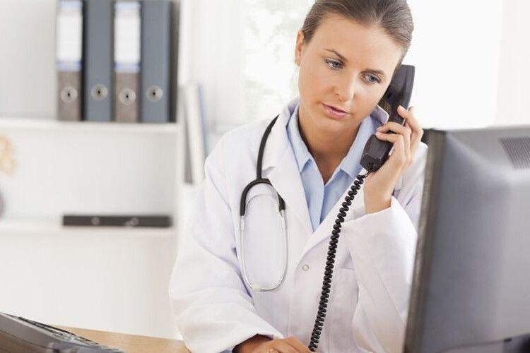 «Як можна лікувати по телефону, ні разу не слухавши легені», - волинська лікарка про хворих