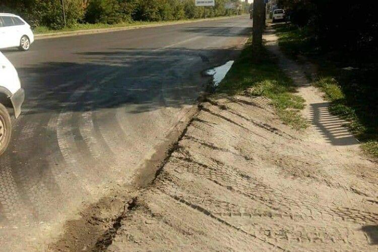 У Луцьку вартові виявили вантажівку, яка вивезла на дорогу бруд з будови