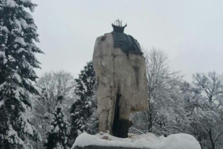 На Львівщині вандали відбили голову пам'ятнику Шевченку