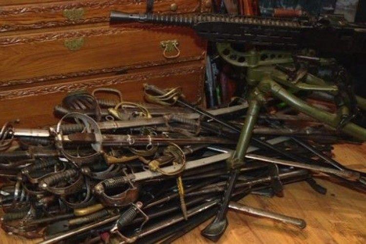У Запоріжжі екс-керівник МВС області «віджав» зброї у колекціонера на 30 млн грн