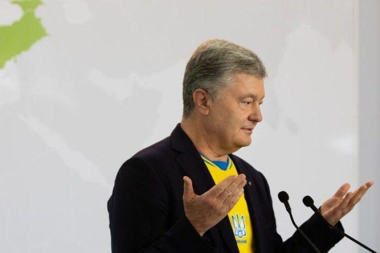 Порошенко розповів, як в 14-му році їздив на саміт ЄС без запрошення: «В той день були запроваджені санкції проти РФ»