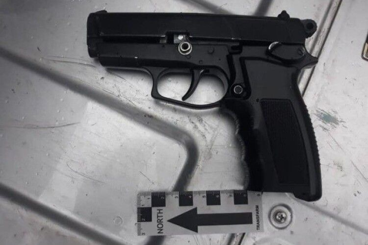 П'яний лучанин грозив пістолетом в маршрутці (Фото)
