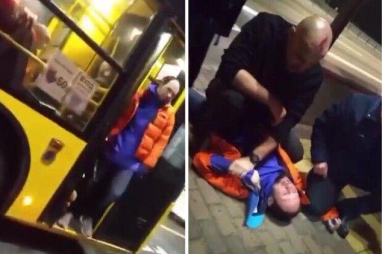 Водію розбили голову палицею: у тролейбусі сталася бійка через маску (Відео)