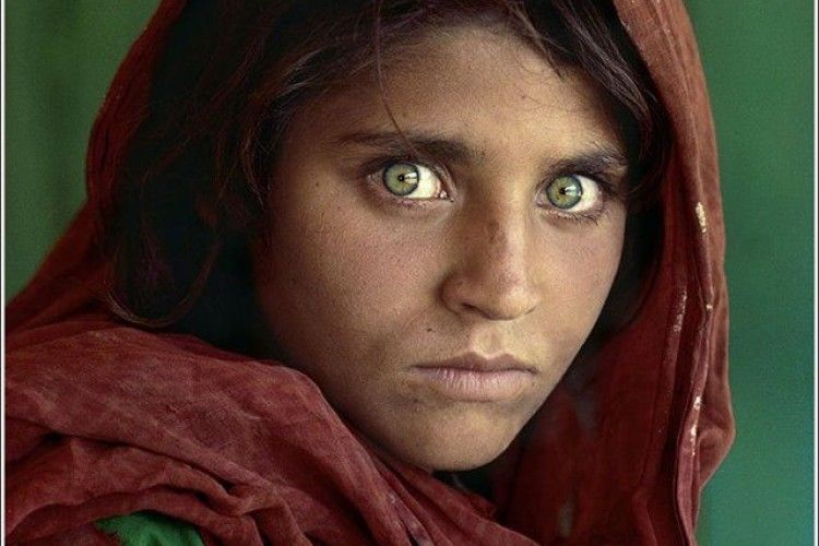 Історія одного фото: хто вона – власниця найкрасивіших очей в світі?